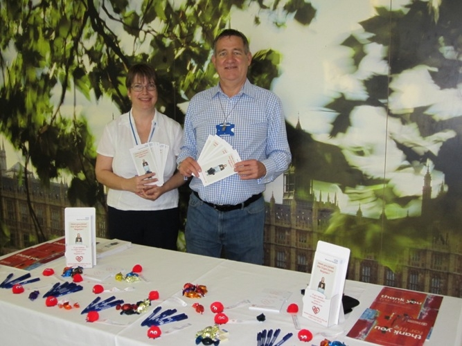 Coleen and Trevor give out information about the organ donor register